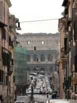 via dei Serpenti, leading to the Colosseum