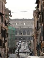 via dei Serpenti, leading to the Colosseum